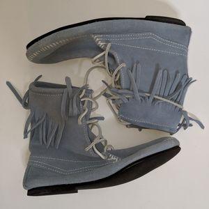 Powder Blue Minnetonka Tamper Boot - size 9